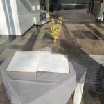 Ostergarten Bibeltisch von außen